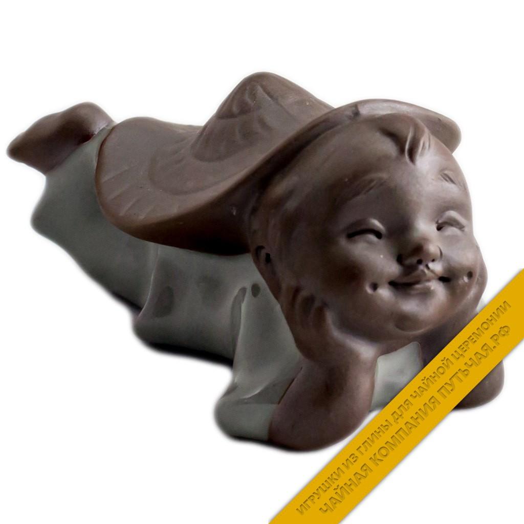 Купить чайную игрушку из глины Глядящий вдаль (серый)