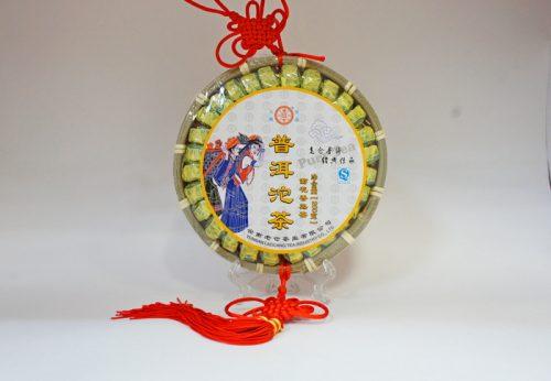Купить настоящий китайский прессованный чай шу китайский узел пуэр С Хризантемой Оптом и в розницу с доставкой. Фото.
