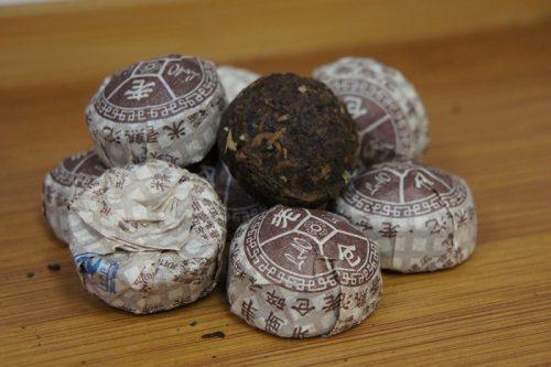Купить настоящий китайский прессованный чай шу в таблетках мини то ча пуэр Рисовая Оптом и в розницу с доставкой. Фото.