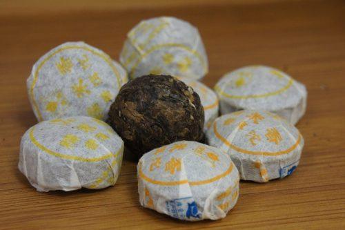 Купить настоящий китайский прессованный чай шен в таблетках мини то ча пуэр С Рисовыми Листьями Оптом и в розницу с доставкой. Фото.
