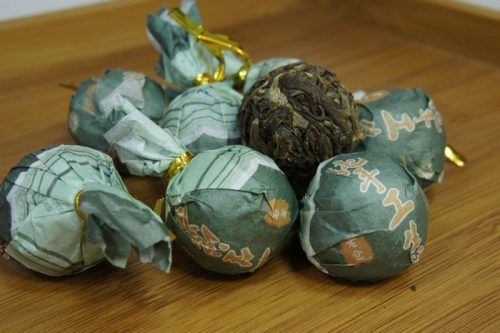 Купить настоящий китайский прессованный чай шен в таблетках шарик пуэр Дракона Оптом и в розницу с доставкой. Фото.