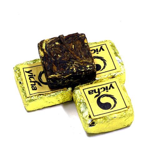 КУПИТЬ знаменитый элитный Китайский красный чай с земли Дянь премиального качества из провинции Юньнань, - чай красный в таблетках – квадрат Дянь Хун с хризантемой оптом и в розницу, от производителя - со склада из Москвы. Быстрая доставка по РФ. Низкая цена. Фасовка от 5 шт. Так же у нас Вы можете заказать премиальный красный чай из семейства Дянь Хун в разных вариантах исполнения: Дянь Хун всех возможных категорий, включая прессованный чай Дянь Хун, а так же чай Дянь Хун с добавками и разной степенью содержания типсов.