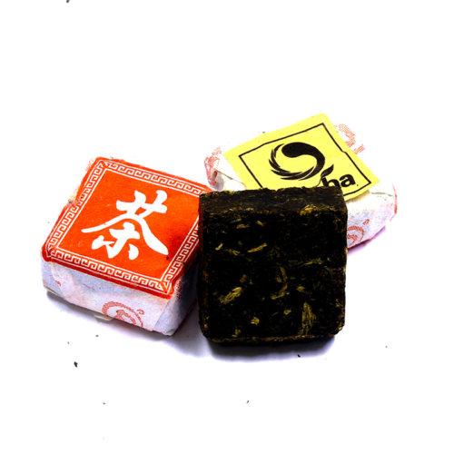 КУПИТЬ знаменитый элитный Китайский красный чай с земли Дянь премиального качества из провинции Юньнань, - чай красный в таблетках – квадрат Дянь Хун оптом и в розницу, от производителя - со склада из Москвы. Быстрая доставка по РФ. Низкая цена. Фасовка от 5 шт. Так же у нас Вы можете заказать премиальный красный чай из семейства Дянь Хун в разных вариантах исполнения: Дянь Хун всех возможных категорий, включая прессованный чай Дянь Хун, а так же чай Дянь Хун с добавками и разной степенью содержания типсов .